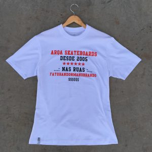 Camiseta Arqa Skateboards Faturando e Manobrando