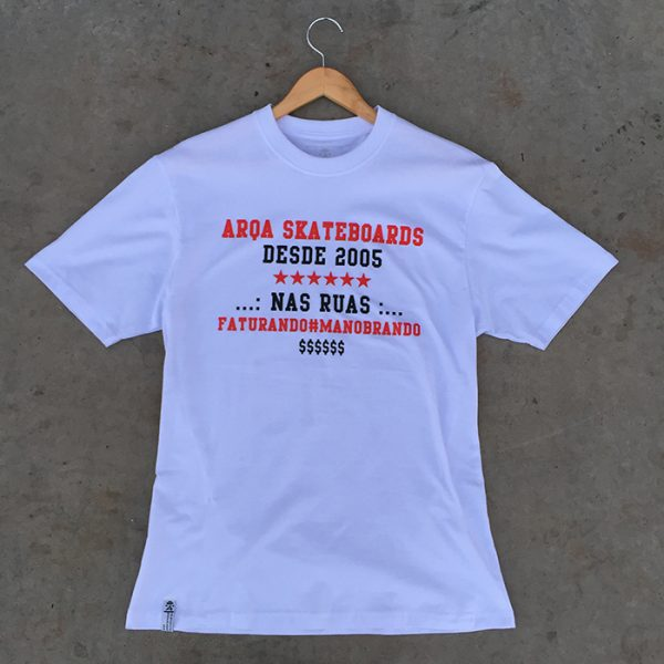 Camiseta Arqa Skateboards Faturando e Manobrando