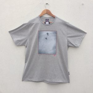 CAMISETA INDEPENDENT TRUCK CO JAWS VS LION GREY